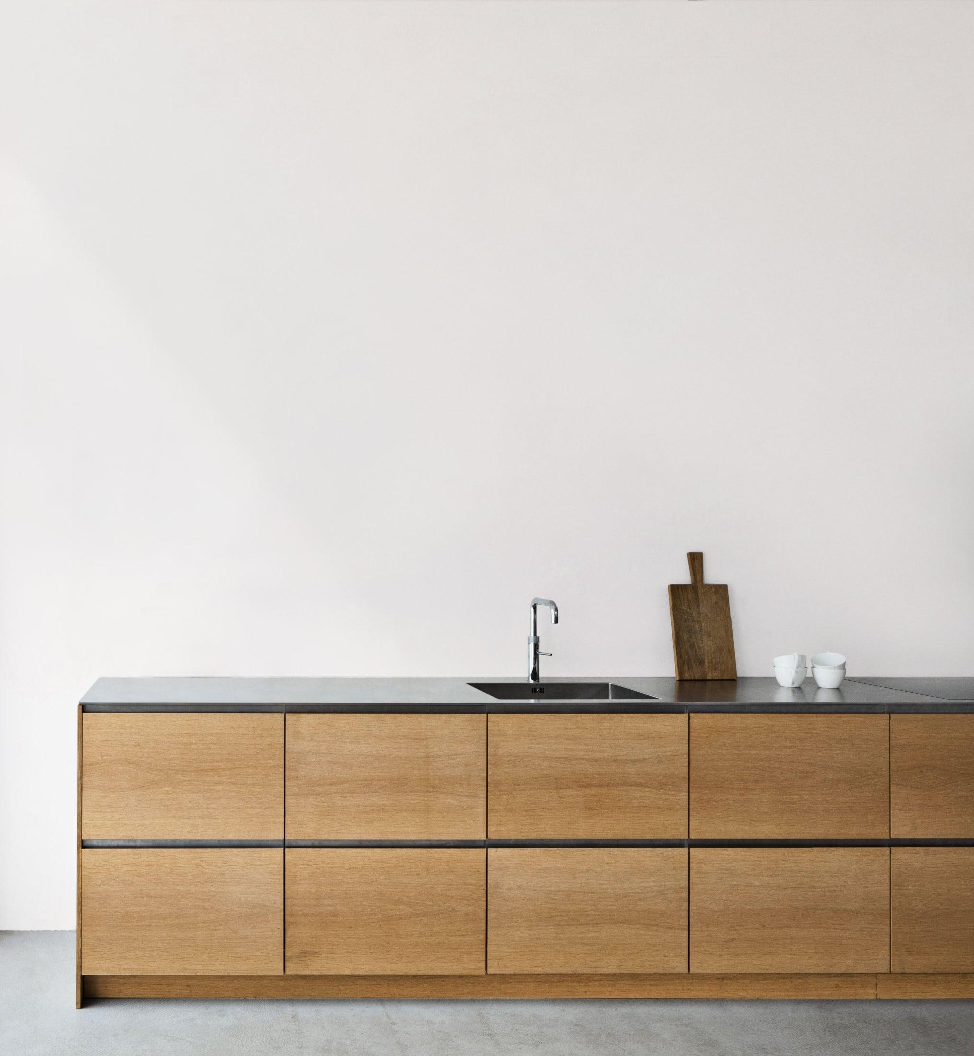18 arki-snedkerfronter-stål-greb-stål-bordplade SK3